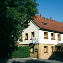 Das ehemalige Wohnhaus, die heutige Bauernschänke